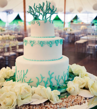 As with any wedding cake embrace the color scheme and mood of the wedding